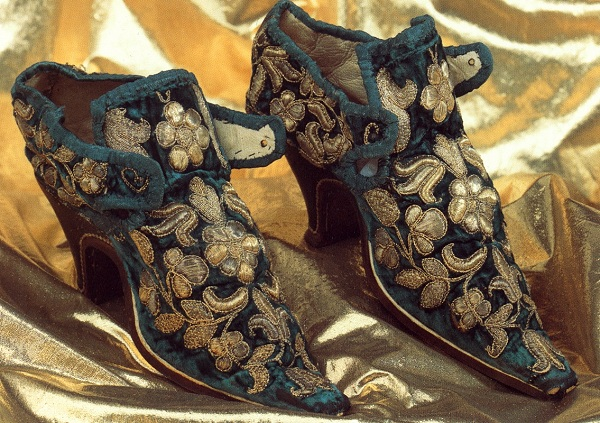 an introduction to the history of shoes in the 17th century Save 17th century shoes to get e-mail alerts and updates on your ebay feed + black colonial pilgrim puritan 17th century english costume men shoes size 12 13 brand new.